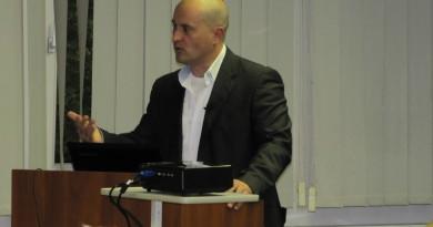 Közel 200 fő hallgatta meg Tarjányi Péter biztonságpolitikai szakértő előadását